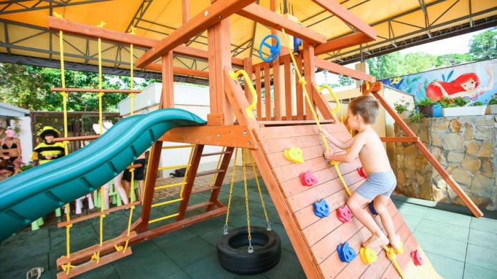 открытая детская площадка